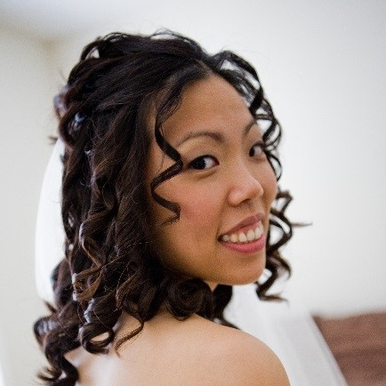 bride with curls - Green Beauty Expert